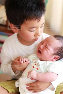 子供,赤ちゃん,新生児,ハンドサイン,ジェスチャー,兄ちゃんと弟