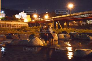 夜、トラックの鉄道の写真・画像素材[753287]