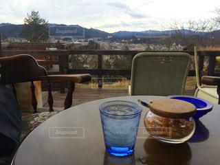テーブルの上のコーヒー カップ - No.755911