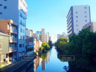 都市を流れる川の写真・画像素材[758509]