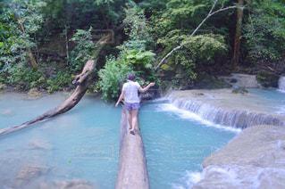 プールの水を流れる川の写真・画像素材[767316]