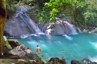 大きな滝と水のプールの写真・画像素材[767322]