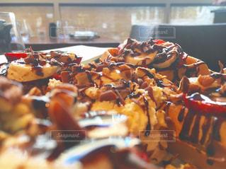 バースデー ケーキで食品のプレートの写真・画像素材[800838]