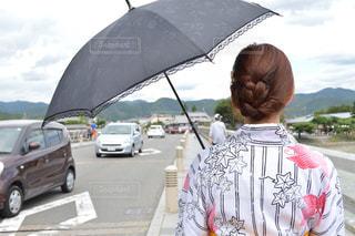 傘を持っている人の写真・画像素材[844016]