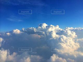 青い空に雲の写真・画像素材[871524]