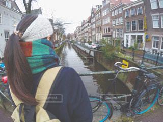 自転車を保持している女性 - No.904375