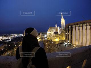 夜のライトアップされた街の写真・画像素材[915561]