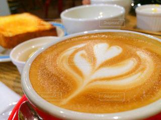クローズ アップ食べ物の皿とコーヒー カップの写真・画像素材[1112770]