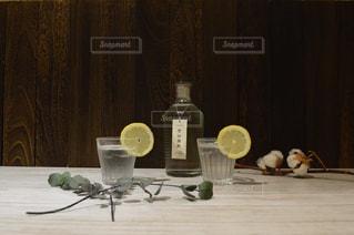 テーブル ワインのグラスの写真・画像素材[1260376]