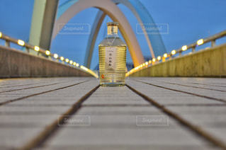 近くの橋の上の写真・画像素材[1263274]