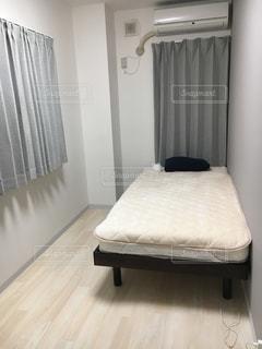 寝室、ベッドとカーテンの写真・画像素材[1856215]