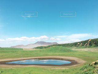 背景の山と水体の写真・画像素材[851290]