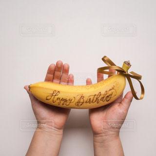 黄色,手,プレゼント,人,happybirthday,おめでとう,ドール,バナナ,カリグラフィー