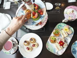 食べ物,屋内,デザート,皿,人物,人,食器,菓子,ファストフード,スナック,大皿