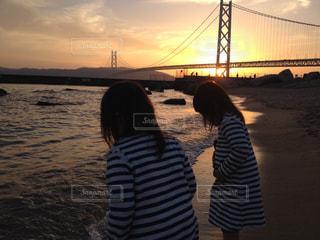 水の体の上の橋の写真・画像素材[967175]
