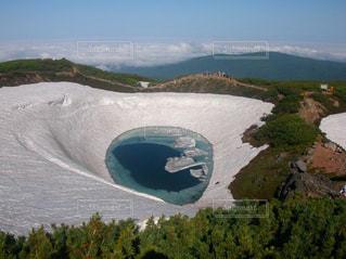 背景の山と水体 - No.894280
