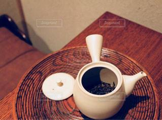 ほうじ茶の茶葉と急須 - No.1052658
