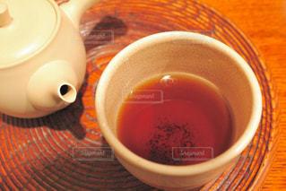 急須で淹れたてのほうじ茶の写真・画像素材[1052864]