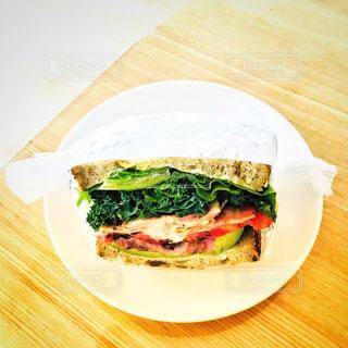 アボカドとベーコンのサンドイッチ - No.1152240