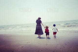 ビーチの上を歩くの写真・画像素材[717608]