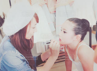 彼女の歯を磨く女性の写真・画像素材[818634]
