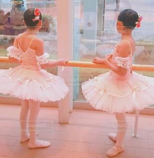 ピンクのドレスの女の子の写真・画像素材[844504]