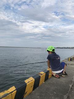 子供,海釣り,秋空