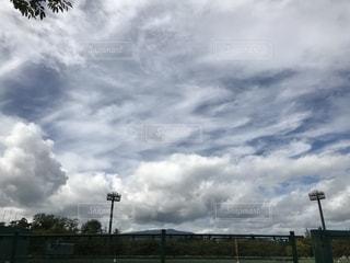 曇りの日に空の雲の写真・画像素材[1510497]