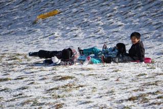 子供,女の子,雪遊び,男の子,転倒,失敗,そり,そり遊び