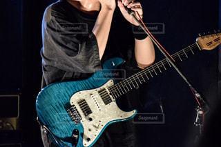 ギターボーカリストの写真・画像素材[810347]