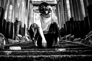 モノクロの男の写真・画像素材[813247]