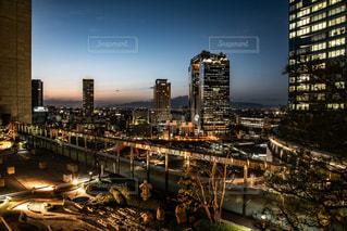 夜の街の景色の写真・画像素材[1680080]
