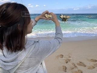 女性,海,沖縄,ハート,岩,旅行,古宇利島,マーク