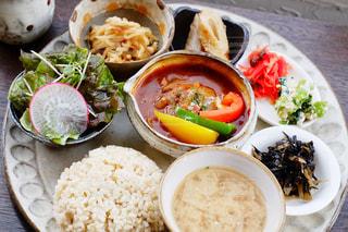 食べ物,カフェ,食事,ランチ,東京,ワンプレート,皿,サラダ,米,料理,玄米,ビーフシチュー,護国寺,トモリカフェ