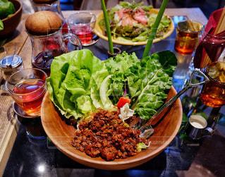 食べ物,食事,ランチ,東京,テーブル,野菜,ワンプレート,サラダ,肉,料理,赤坂,タコライス,青山フラワーマーケット,青山フラワーマーケットカフェ