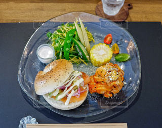 食べ物,カフェ,食事,東京,テーブル,野菜,アボカド,サラダ,肉,料理,サーモン,蔵前,うつわとごはん yorimiti