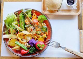 食べ物,カフェ,食事,ランチ,パン,テーブル,野菜,サラダ,料理,埼玉,大宮,アトリエマド