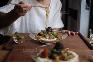 梅煮野菜の温麺プレートの写真・画像素材[1282729]