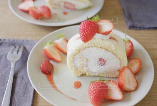 いちごのロールケーキの写真・画像素材[1763915]