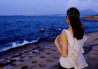 女性,海,後ろ姿,女の子,人物,海風