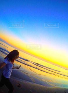 夕焼けと海の写真・画像素材[783360]