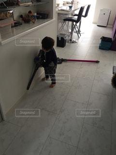 几帳面な2歳児の写真・画像素材[786203]
