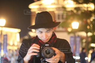 帽子と眼鏡を身に着けている男の写真・画像素材[893085]