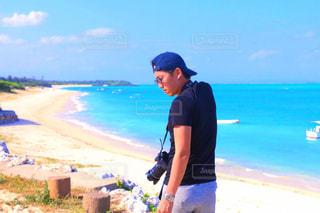 ビーチに立っている人の写真・画像素材[931926]