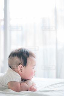 ベッドにいる赤ちゃんの写真・画像素材[3362467]