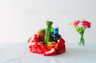 テーブルの上のエコバッグの写真・画像素材[4408950]