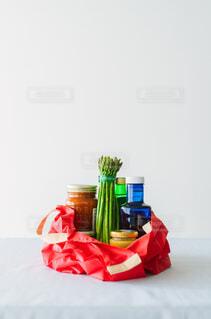 テーブルの上のエコバッグの写真・画像素材[4424343]
