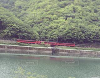 自然,風景,川辺,山,景色,列車,九州,ナチュラル,フィルム,思い出,球磨川,自然光,河岸,フィルム写真,対岸,フィルムフォト,赤い列車