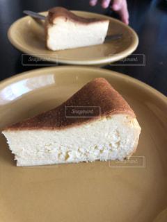 皿の上のケーキの一部 - No.845459