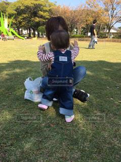 子ども,空,公園,屋外,親子,草,人物,人